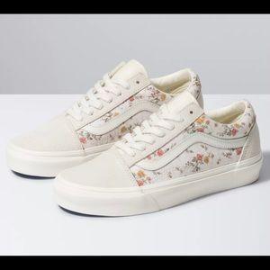Vans Vintage Old Skool Shoe in Floral/Marshmallow